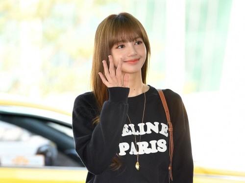 リサ 黒髪 blackpink aespaニンニンのアバターがBLACKPINKリサの衣装と酷似!?