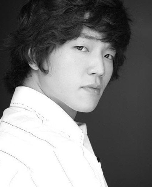 死亡 韓国 俳優 [記事] 衝撃!俳優イオン、バイク事故死:
